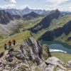 blick von der schochenspitze 2070m zum traualpsee 1640m tannheimer berge tirol